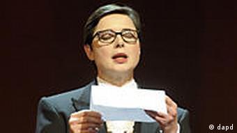 Deutschland Berlin Berlinale 2011 Jury Isabella Rossellini liest Brief von Panahi