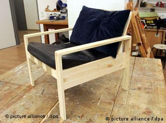 der 24 euro teure sessel aus der hartz iv mobelserie des architekten le van