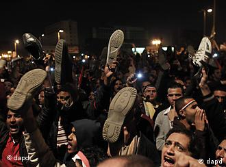 Egyptians show their shoes to defy President Hosni Mubarak