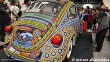 Mexiko Zwei Millionen Glasperlen zieren den VW Käfer Baujahr 1992 Flash-Galerie