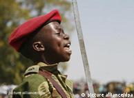 Soldado de 12 anos do Zimbábue