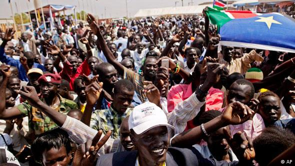 Crowds of South Sudanese wave flags and celebrate