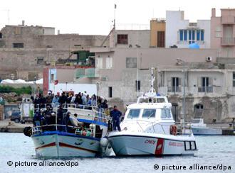 A boat laden with migrants arrives in Lampedusa