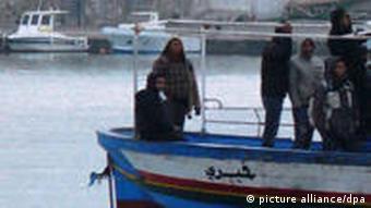 Dossierbild Italien Lampedusa Flüchtlinge Nordafrika Boot Bild 1