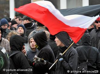 Rightwing extremists in Dresden clad in black