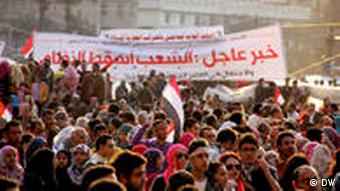 Ликующие египтяне после свержения Мубарака