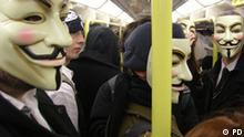 Anonymous ist ein weltweit operierendes Kollektiv. Seine Mitglieder operierten anfangs nur im Internet, später breiteten sich die Aktivitäten auch weiter, außerhalb der virtuellen Kommunikationssphäre des Internet aus.