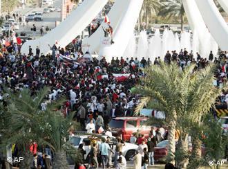 Demonstranten am auf dem 'Platz der Perle' (Foto: AP)