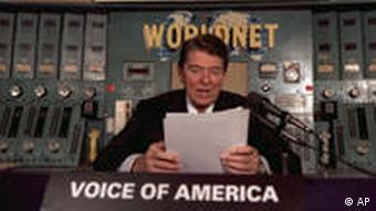 US Präsident Reagan im Voice of America Studio Washington