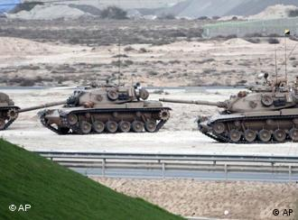 Saudi tanks roll through Bahrain