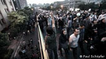 بخشی از اعتراضات پس از انتخابات متوجه عملکرد رهبر ایران بود