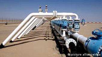 oil pipelines in the desert