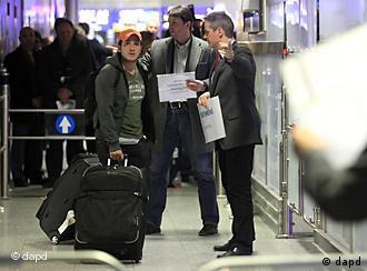 Вакви сцени посакуваат и македонските граѓани-на аеродромот во Франкфурт пристигнаа евакуирани германски државјани од Либија