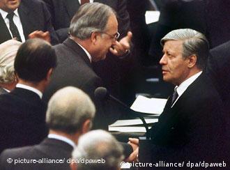 Kohl ganhou moção construtiva de desconfiança contra Schmidt em 1982