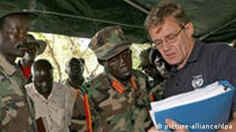 The leader of the Lord's Resistance Army (LRA), Joseph Kony (L) and his deputy Vincent Otti (C) discuss with UN humanitarian chief Jan Egeland, Sunday 12 November at Ri-Kwamba in Southern Sudan. Egeland met today with Kony, the elusive leader of Uganda's notorious rebel Lord's Resistance Army and one of the world's most-wanted war crimes suspects. But the brief meeting, hoped to boost peace talks to end northern Uganda's brutal, two-decade war, ended inconclusively with Kony griping about Kampala and war crimes charges and denying the rebels hold captives, officials said. EPA/STUART PRICE / POOL +++(c) dpa - Report+++