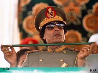 Muammar el Gaddafi in Uniform (Foto: AP)