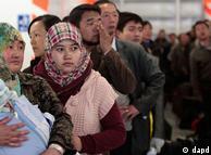 لیبیا سے واپس اپنے وطن جانے والوں کی ایک بڑی تعداد ہوائی اڈوں اور بندر گاہوں پر موجود ہے