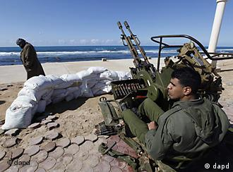 Anti-Gadhafi gunmen on coast