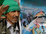 Një përkrahës i Gadafit me fotografinë e diktatorit