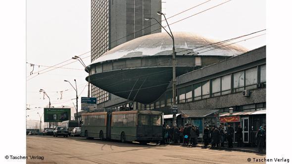 Украинский институт научно-технических исследований и развития (Киев, арх. Л. Новиков и Ф. Туриев)