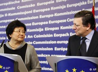 Rosa Otunbajewa und Jose Manuel Barroso (Foto: AP)