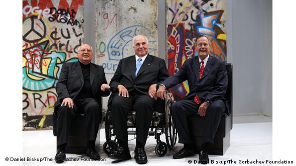 Mikhail Gorbachev, Helmut Kohl, and George H.W. Bush and remnants of the Berlin Wall (Daniel Biskup/The Gorbachev Foundation)