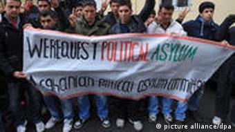 Flüchtlinge protestierten gegen die schwierigen Bedingungen im Lager (Foto: dpa/Bildfunk)