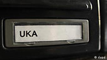 The letter box shows the family name Uka in front of the house where the alleged gunman lived in Frankfurt, Germany, Thursday, March 3, 2011. German federal prosecutors said Wednesday's attack on a busload of U.S. airmen that killed two and wounded two others at Frankfurt airport appears to have been motivated by Islamic extremism. (Foto:Michael Probst/AP/dapd)