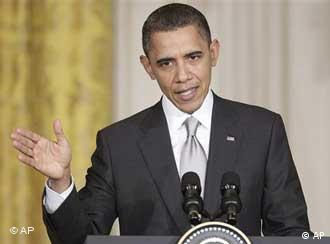 Barack Obama steht an einem Rednerpult und gestikuliert (Foto: ap)