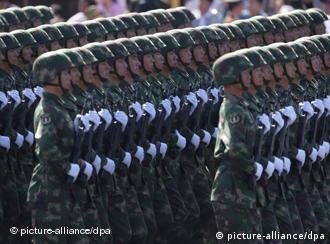 中国国庆60周年阅兵式(资料照片)