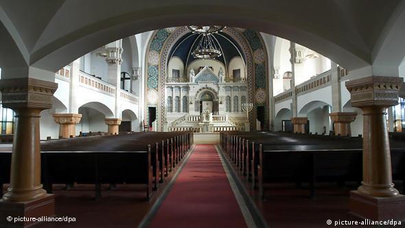 Innenraum der größten Synagoge Deutschlands in der Rykestraße im Berliner Bezirk Prenzlauer Berg. (Foto: Wolfgang Kumm, dpa)