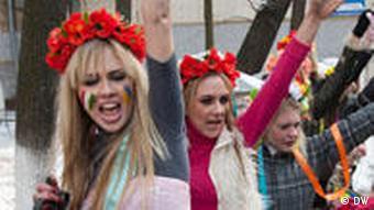 Участницы общественного движения Femen во время одной из акций на Украине