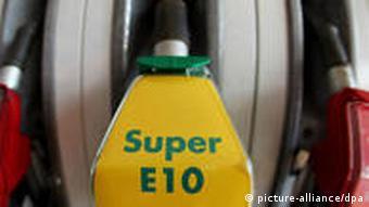 Zapfhahn mit dem neuen Bio-Kraftstoff E10 (Foto: dpa)