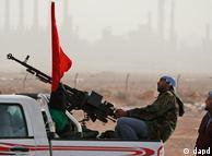 نیروهای شورشی لیبی در برابر نظامیان طرفدار قذافی
