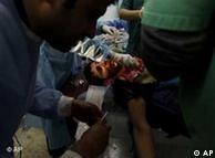 حملات نیروهای قذافی به مواضع مخالفان دولت زخمیهای زیادی را برجای گذاشته است