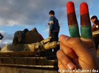 یک تانک منهدم شده توسط شورشبان در  شهر بنغازی