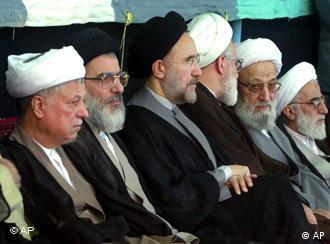 محمد خاتمی، در کنار رفسنجانی و دیگر سیاستمداران اصولگرا