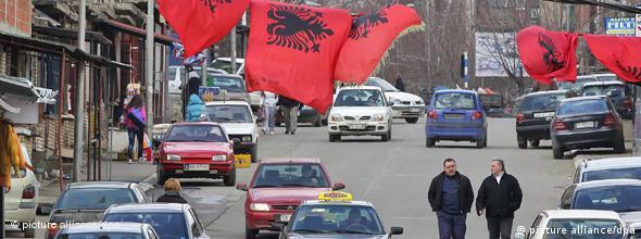 NO FLASH Albanische Flaggen im Kosovo