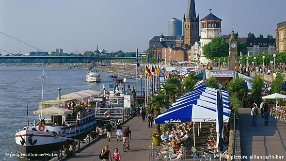 Tourist cafes next to the Rhine