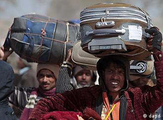 লিবিয়ায় গাদ্দাফির বিরুদ্ধে বিদ্রোহের সময় অনেক বাংলাদেশি কর্মীকে দেশ ছাড়তে হয়েছিল