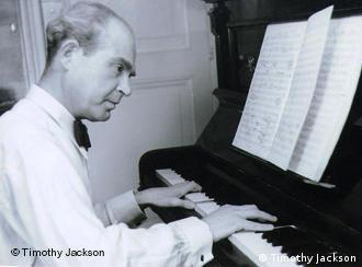 Paul Kletzki at the piano in 1943