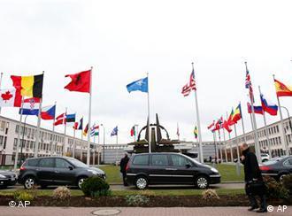 Blick auf den Eingang des Nato-Hauptquartiers in Brüssel (Foto: AP)