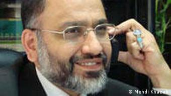 مهدی خزعلی وبلاگنویس و مدیر انتشارات حیان از ۲۷ تیرماه در بازداشت و اعتصاب غذا به سر میبرد
