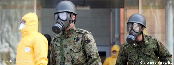 Japanese Self Defense Forces wearing anti radiation gear search for evacuees in Otama village, Fukushima prefecture, Japan, 13 March 2011. Radiation levels at a damaged nuclear power plant at Fukushima, 240 kilometres north of Tokyo, were rising well above the legal limits, top government spokesman Yukio Edano said. Reactors at the Fukushima I and II plants lost their cooling functions after power and backup generators were cut off by the quake on 11 March 2011. EPA/STR JAPAN OUT +++(c) dpa - Bildfunk+++
