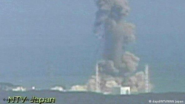 Japan März 2011: Ein Atomreaktor in Fukushima explodiert
