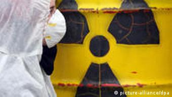 Tonne mit dem schwarz-gelben Zeichen für Radioaktives Material (Foto: picture-alliance/dpa)