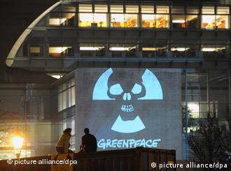 Greenpeace anti-nuclear protest outside chancellery