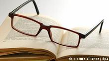 Symbolbild Lesen Brille