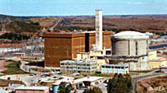 Das Kernkraftwerk Embalse (span. Central Nuclear Embalse, CNE) ist ein Kernkraftwerk in Córdoba, Argentinien. Es befindet sich am südlichen Ufer eines Stausees auf dem Río Tercero, in der Nähe der Stadt Embalse, Provinz Córdoba, 110 km südwestlich von Córdoba City. Es ist seit 1984 in Betrieb und besteht aus einem CANDU-Reaktor (Typ 6). Eigner und Betreiber ist die Nucleoelectrica Argentina S.A. Quelle: IAEA (International Atomic Energy Agency)