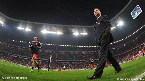 Louis van Gaal leaving the pitch